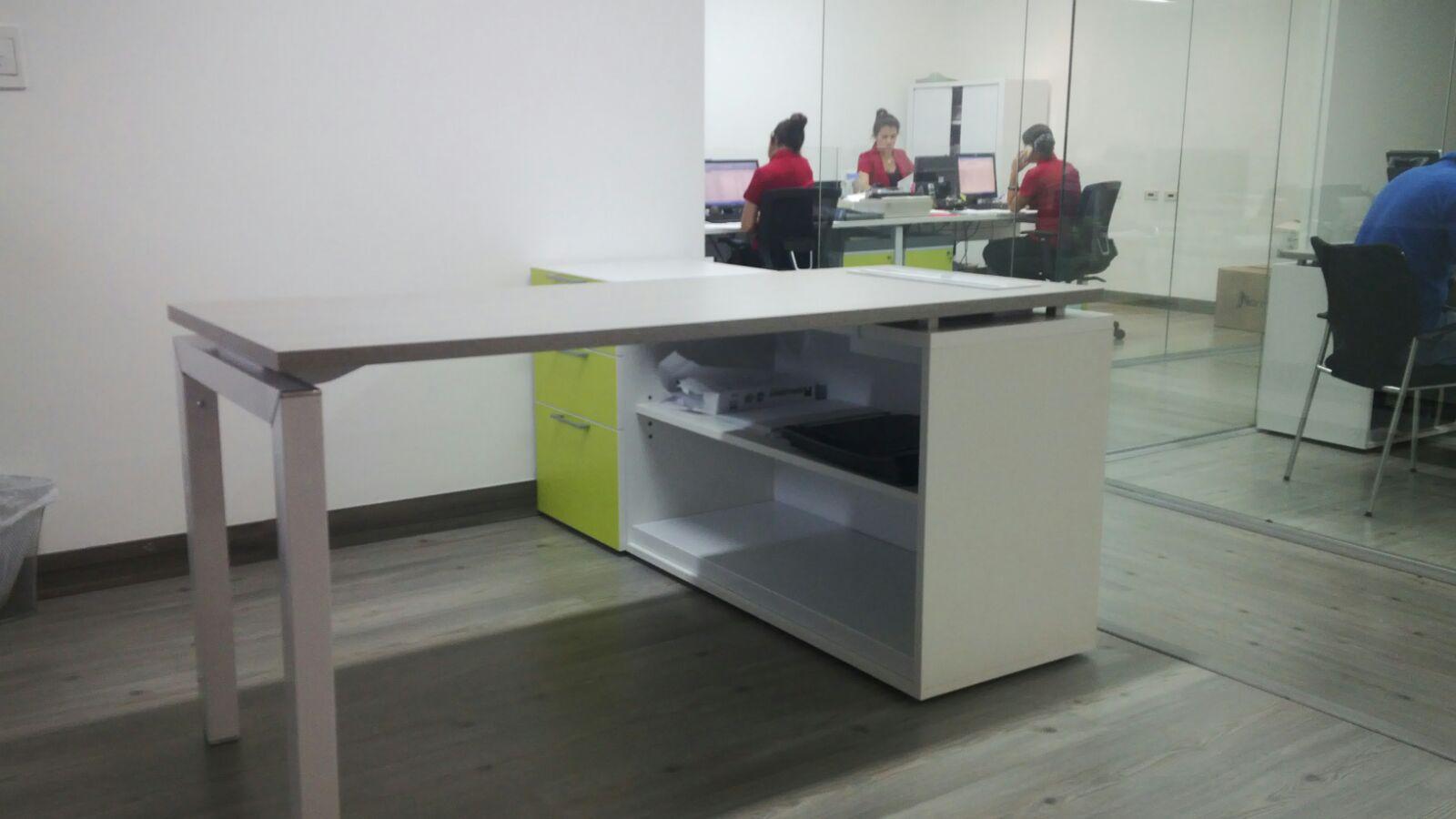 Escritorio ejecutivo 01 oficinas ideal oficinas en for Escritorio puesto de trabajo