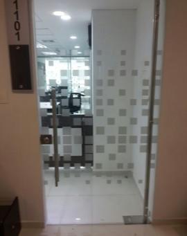 division-en-vidrio-templado-oficinas-ideal-01
