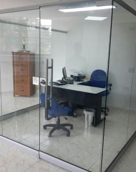 division-en-vidrio-templado-oficinas-ideal-04