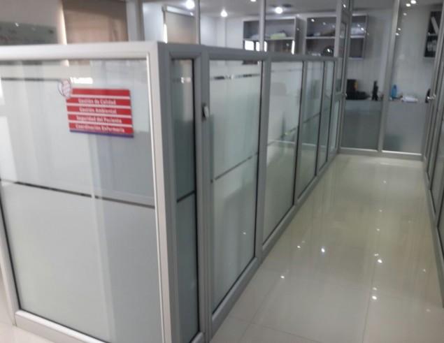 division-en-aluminio-y-vidrio-oficinas-ideal-01