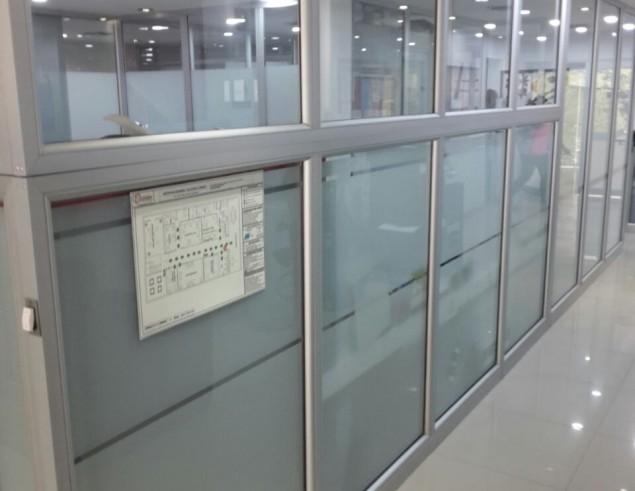 division-en-aluminio-y-vidrio-oficinas-ideal-02