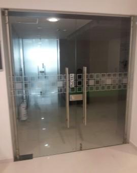 division-en-vidrio-templado-oficinas-ideal-02